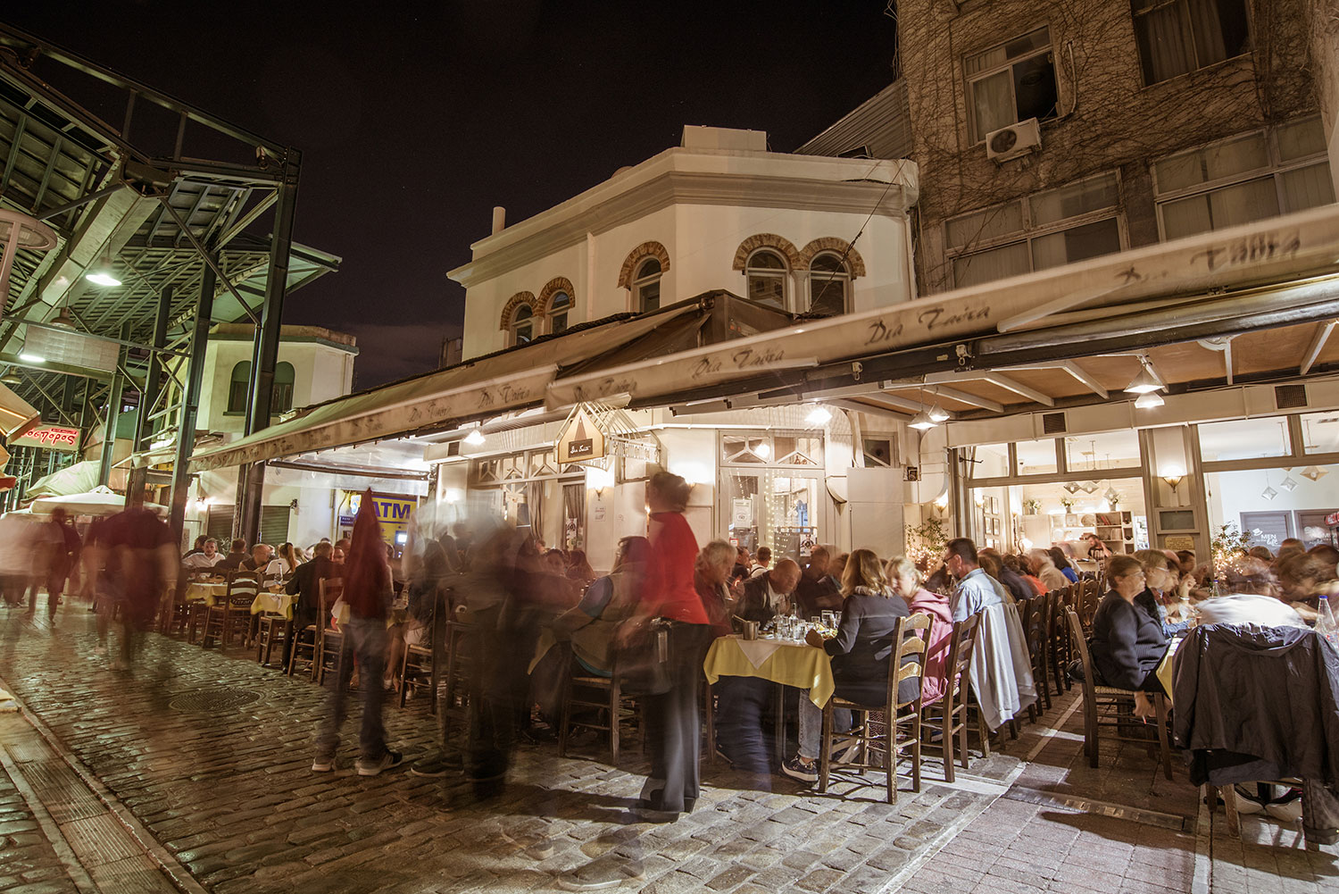 diatauta-thessaloniki-restaurant-by-night